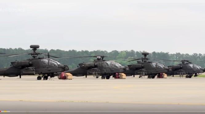 Dàn trực thăng Apache chuẩn bị xuất kích.