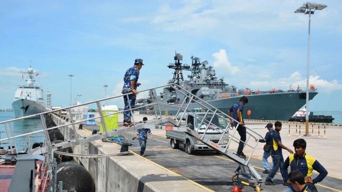 Tàu chiến các nước lần lượt cập cảng Changi để tiếp tục các nội dung diễn tập