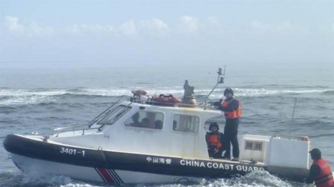 Tàu cảnh sát biển Trung Quốc hoạt động rất hung hăng trên Biển Đông.