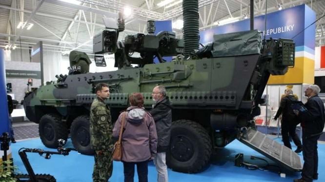 Vũ khí xuất hiện tràn ngập tại triển lãm quân sự lớn nhất Trung Âu