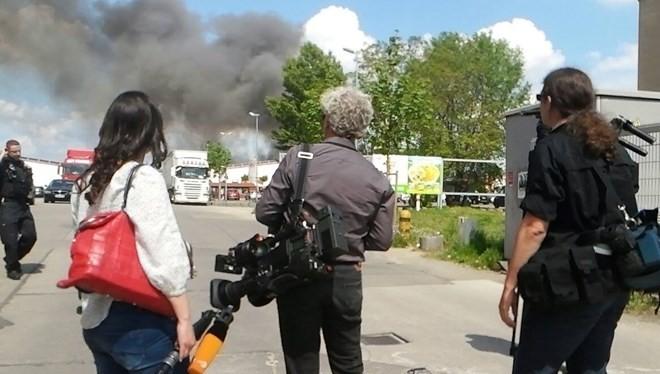 Nhiều phóng viên địa phương cũng có mặt để đưa tin (Ảnh: Trần Mạnh Hùng)