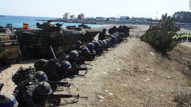 Thủy quân lục chiến Hàn Quốc tập trận pháo binh gần biên giới Triều Tiên