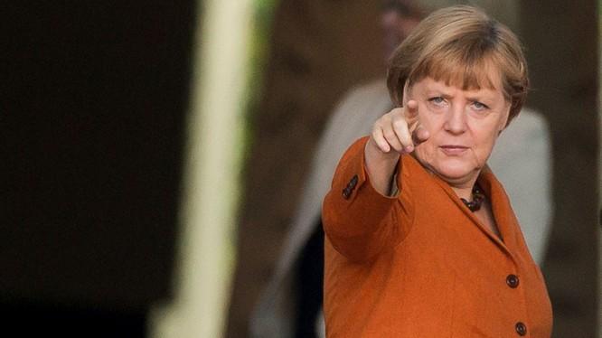 Có đối tượng bỏ đầu lợn, xúc phạm bà Merkel