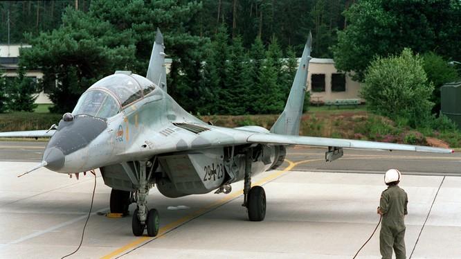 Ukraine bắt giữ đối tượng buôn lậu phụ kiện máy bay MiG-29