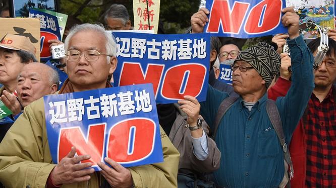 Dân Nhật biểu tình trước căn cứ Mỹ phản đối vụ 1 phụ nữ bản địa bị giết