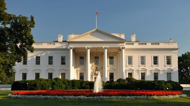 An ninh Mỹ bắn gục, khống chế 1 kẻ mang súng bên ngoài Nhà Trắng