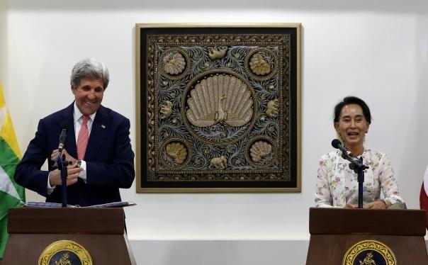 Ngoại trưởng Mỹ và Cố vấn quốc gia Myanmar Aung San Suu Kyi. (Nguồn: Reuters)