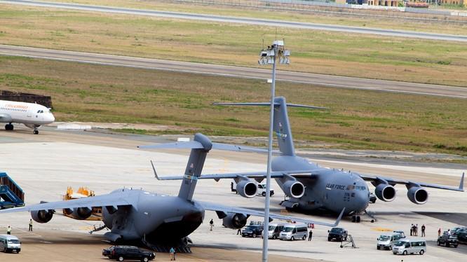 Mục kích dàn phi cơ Mỹ phục vụ phái đoàn Obama tại sân bay Tân Sơn Nhất