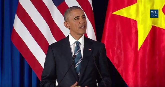 Tổng thống Obama tuyên bố gỡ bỏ hoàn toàn lệnh cấm bán vũ khí cho Việt Nam.