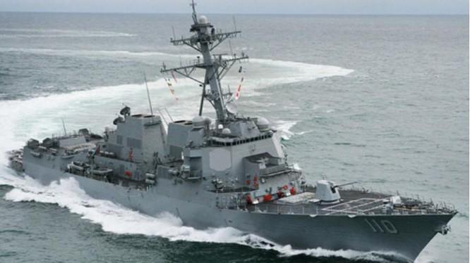 Ngày 10/5/2016, tàu khu trục USS William P. Laurence tiến hành tuần tra vùng biển 12 hải lý đá Chữ Thập thuộc quần đảo Trường Sa của Việt Nam hiện do Trung Quốc chiếm đóng bất hợp pháp. Nguồn ảnh: USNI.
