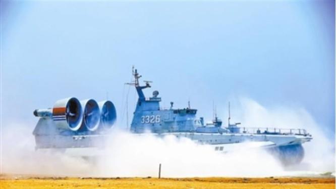 Trung Quốc bất ngờ công bố thông tin đưa tàu đổ bộ Zubr tập trận ở Biển Đông