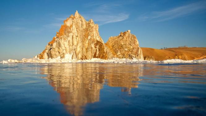 Hồ Baikal.