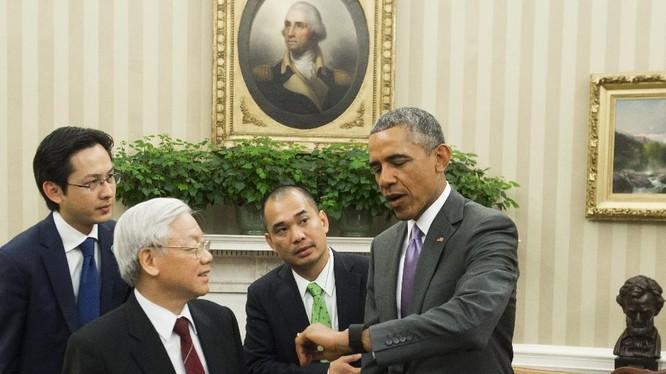 Ông An Phạm phiên dịch cho lãnh đạo Mỹ khi nói chuyện với các quan chức, lãnh đạo hàng đầu của Việt Nam.