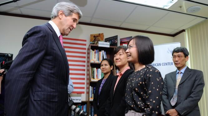 Ngoại trưởng Mỹ John Kerry tại thành phố Hồ Chí Minh.