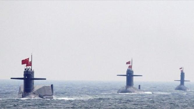 Quân đội Trung Quốc tổ chức lễ duyệt binh ở vùng biển Thanh Đảo. Nguồn ảnh: Reuters/Đa Chiều.