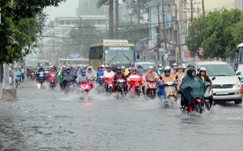 Cảnh báo thời tiết: Khu vực Hà Nội tiếp tục có mưa dông, dễ lại xảy ra ngập lụt