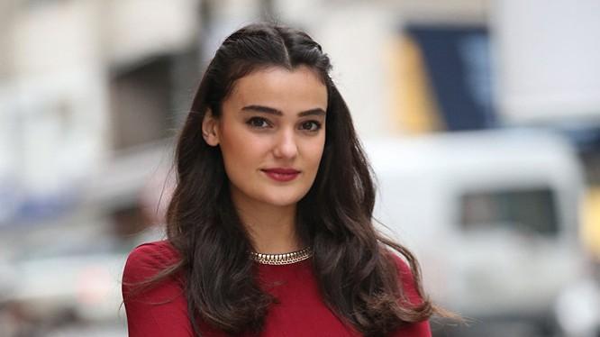Cô Merve Buyuksaraç.