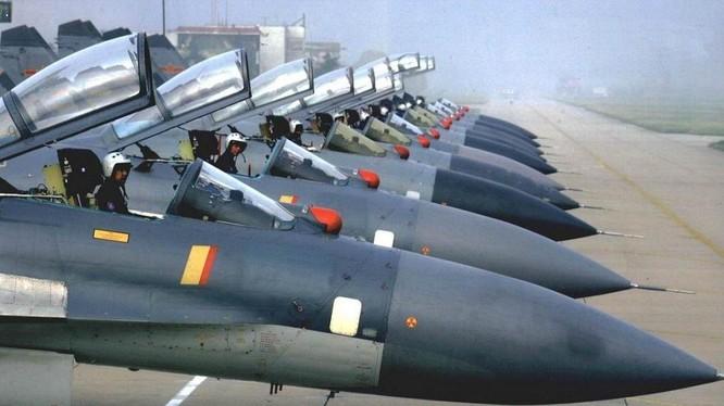 Một phi đội máy bay chiến đấu của Không quân Trung Quốc.