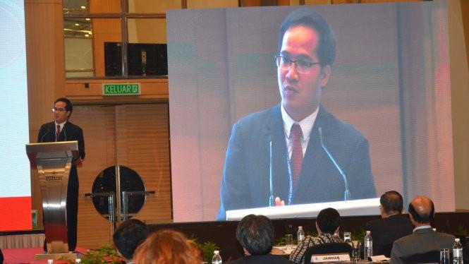 TS Trần Trường Thủy phát biểu tại phiên thảo luận chiều 1-6 - Ảnh: Q.Trung