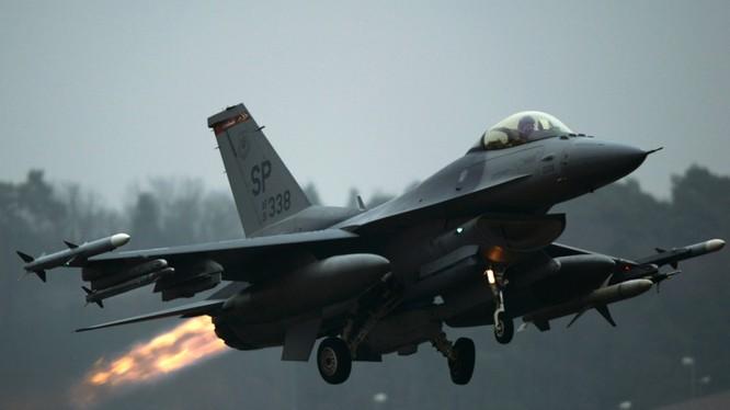 Báo Nga: 2 chiếc F-16 Mỹ đâm vào nhau trên không