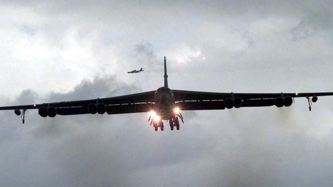 2 máy bay ném bom B-52 của Mỹ tiến gần biên giới Nga