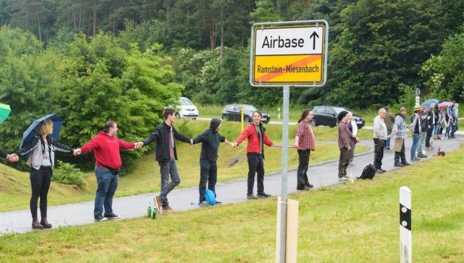 Người Đức biểu tình phản đối chiến dịch máy bay không người lái của Mỹ