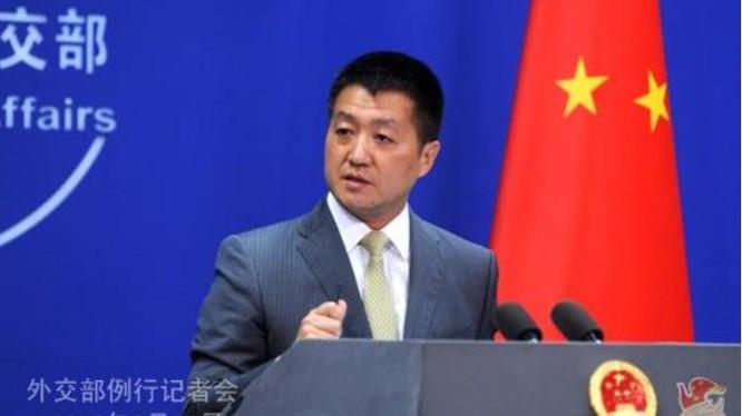 Lục Khảng, người phát ngôn Bộ Ngoại giao Trung Quốc. Nguồn ảnh: Sina.