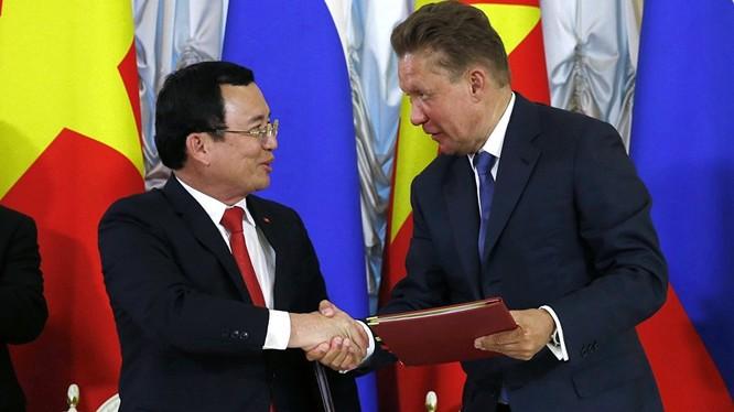 Rosneft và PetroVietnam vừa ký kết hợp đồng dầu mỏ dài hạn