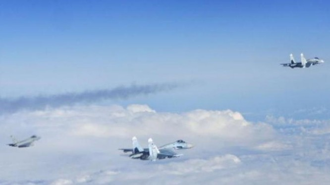 Máy bay chiến đấu NATO bay chặn máy bay chiến đấu Nga ở biển Baltic. Nguồn ảnh: Tin tức Tham khảo, Trung Quốc.