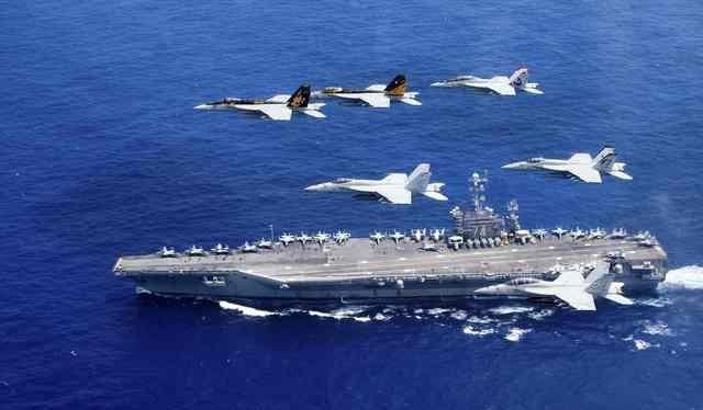 Máy bay Mỹ lập đội hình bên trên tàu sân bay USS Harry S. Truman trong cuộc tập trận trên biển Philippines ngày 16-6-2016. Ảnh: Reuters