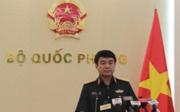 Thượng tướng Võ Văn Tuấn trả lời phỏng vấn báo chí.