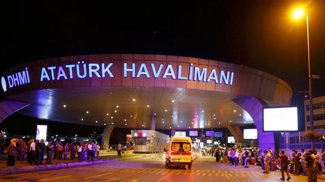 Sân bay Ataturk.