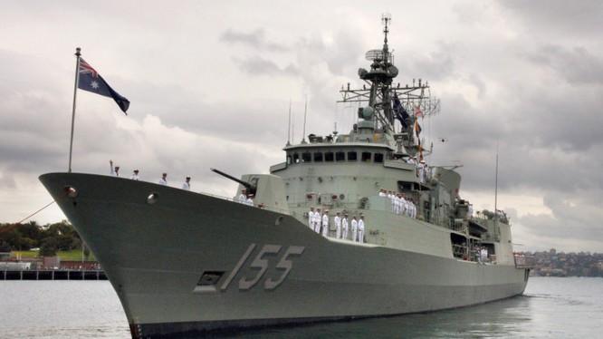 Chiến hạm HMAS Ballarat.