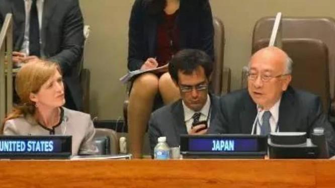 Đại diện thường trực của Nhật Bản tại Liên hợp quốc, ông Koro Bessho (bên phải). Ảnh: Sina Trung Quốc.