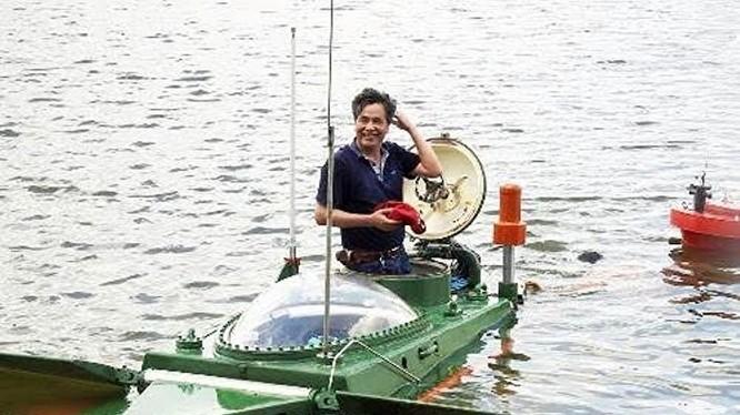 Tàu ngầm Hoàng Sa và ông Nguyễn Quốc Hòa.