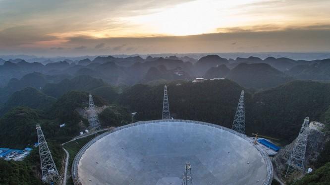 Trung Quốc xây xong siêu kính viễn vọng có thể tìm kiếm người ngoài hành tinh.