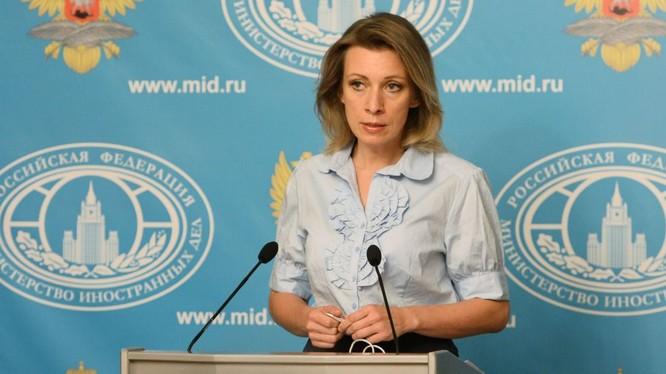 Bà Zakharova.