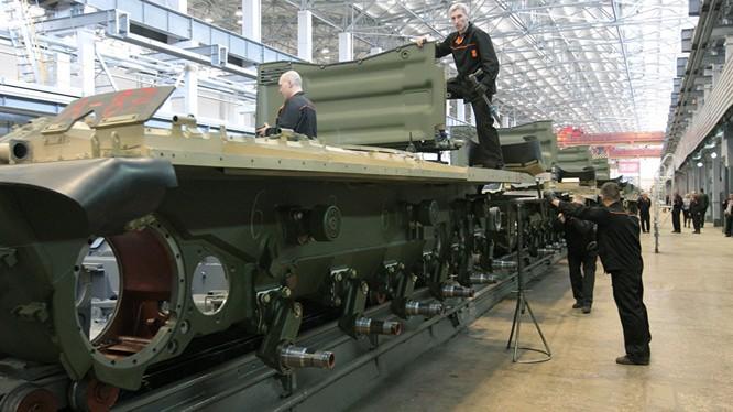 Cha đẻ xe tăng Armata đã chế tạo máy xúc mới siêu mạnh.
