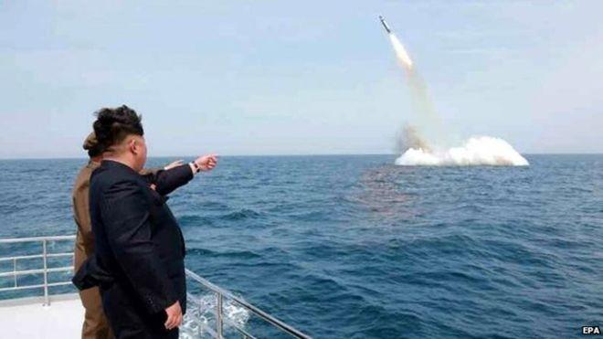 Một vụ phóng tên lửa từ tàu ngầm của Bắc Triều Tiên.