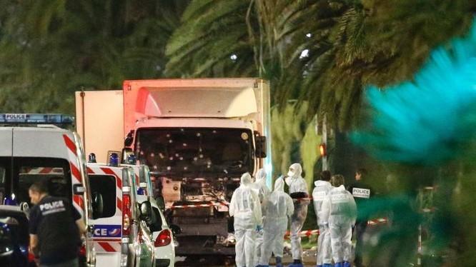 Hiện trường vụ khủng bố đẫm máu dịp Quốc khánh Pháp