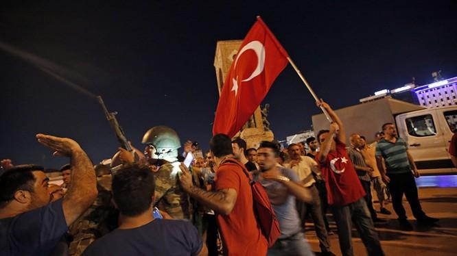 Thổ Nhĩ Kỳ tuyên bố đã dập tắt được nỗ lực đảo chính.