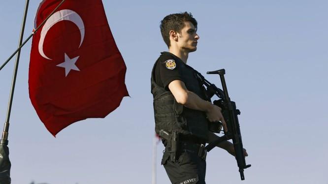 Tàu Thổ Nhĩ Kỳ Yavuz đang bị những người ủng hộ đảo chính khống chế