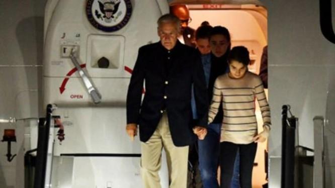 """Ngày 16/7/2016, Phó Tổng thống Mỹ Joe Biden lên đường đến Australia củng cố đồng minh """"tự do đi lại"""" ở Biển Đông. Ảnh: BBC Anh."""