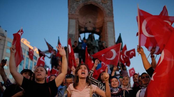 Đảo chính ở Thổ Nhĩ Kỳ có thể đã được dàn dựng tinh vi?