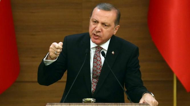 Erdogan: Tôi chắc chắn sẽ bị giết nếu nán lại 10 phút trong khách sạn.
