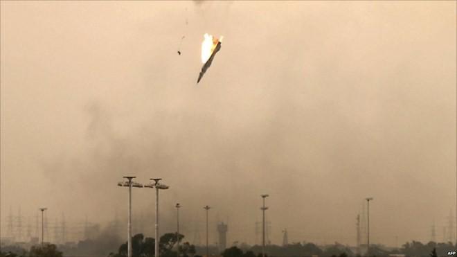 Một chiếc máy bay bị bắn hạ tại Libya. (Ảnh minh họa. Nguồn: AFP)