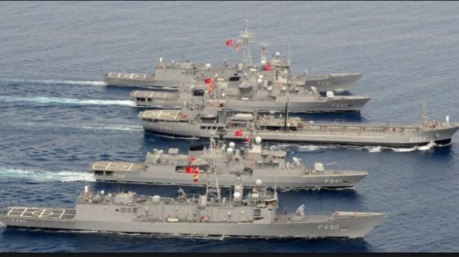 Không quân Thổ Nhĩ Kỳ bắt đầu tìm kiếm các tàu chiến mất tích sau đảo chính.