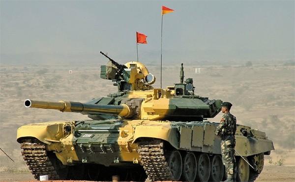 Ấn Độ triển khai gần 100 xe tăng tới biên giới giáp Trung Quốc