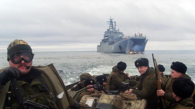 Hơn 100 chiến hạm nổi, ngầm của Hạm đội Biển Bắc bắt đầu tập trận