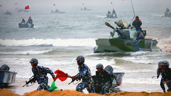 Lực lượng đổ bộ của Hải quân Trung Quốc diễn tập thực binh.